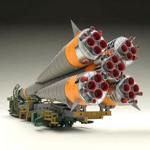 1/150 Soyuz Rocket & Transport Train Model Kit